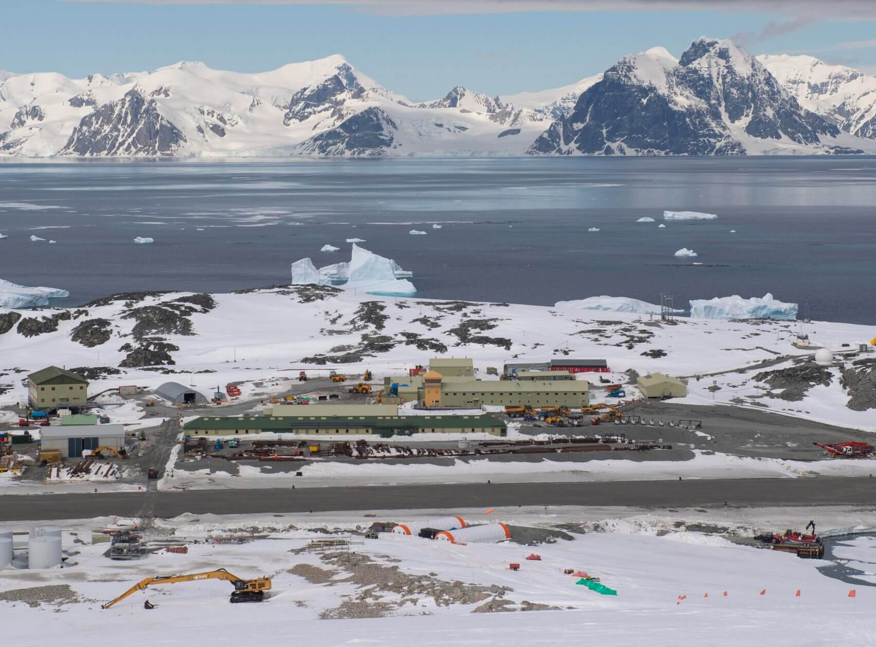 rothera-research-station-british-antarctic-survey-hugh-broughton-architects_dezeen_2364_col_0-1704x1258