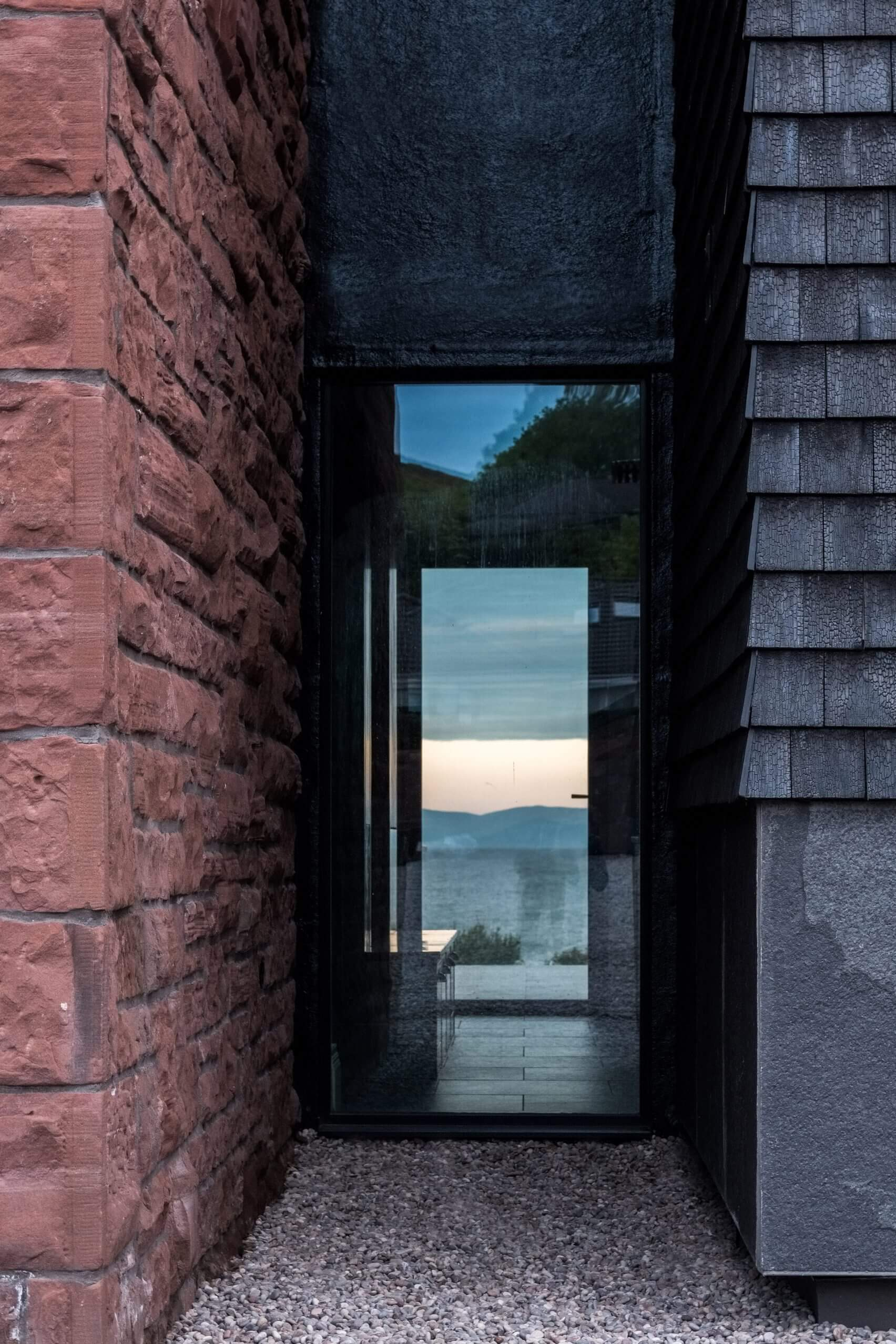 shingle-house-flower-michelin-architects-residential-scottish-houses-extensions-renovations_dezeen_2364_col_12-1704x2556